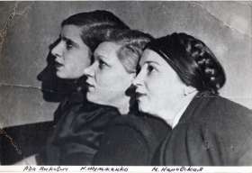 From left to right: Ada Yankovich, Claudia Shulzhenko, Maria Narovskaya.  Leningrad, 1930s (Слева направо: Ада Янкович, Клавдия Шульженко, Мария Наровская. Ленинград, 1930-е г.г.) (stavitsky)