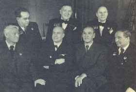 Sit (from left to right): F. Fedorovsky, I. Kozlovsky, M. Reizen, M. Mikhailov; Stand: Yu Fayer, N. Golovanov, N. Khanaev. 1952 year. The photo. (Сидят (слева направо): Ф. Федоровский, И. Козловский, М. Рейзен, М. Михайлов; стоят: Ю. Файер, Н. Голованов, Н. Ханаев. 1952 год. Фотография.) (Belyaev)
