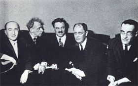 From left to right: S.N. Gisin, V.E. Meyerhold, S.A. Samosud, A.N. Tolstoy, V.I. Stenich. The photo. (Слева направо: С.Н. Гисин, В.Э. Мейерхольд, С.А. Самосуд, А.Н. Толстой, В.И. Стенич. Фотография.) (Belyaev)